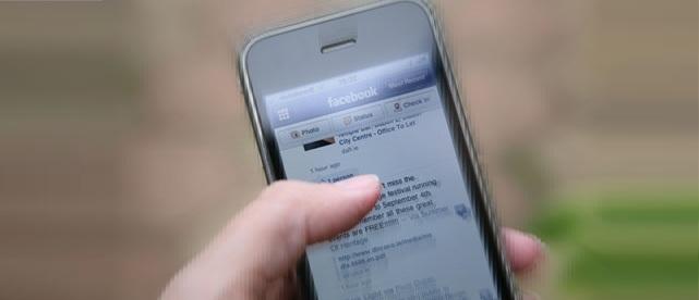 https://www.phoneworld.com.pk/wp-content/uploads/2013/08/Facebook-on-an-iPhone-010.jpg