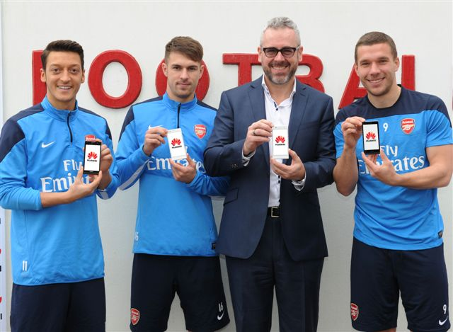 https://www.phoneworld.com.pk/wp-content/uploads/2014/02/Arsenal-Football-Club-team.jpg