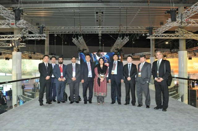 Pakistani Minister & IT delegation visit Huawei booth at MWC