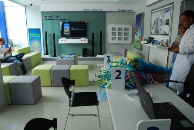 Samsung launches 1st Smart Zone Customer Service Centre in Lahore