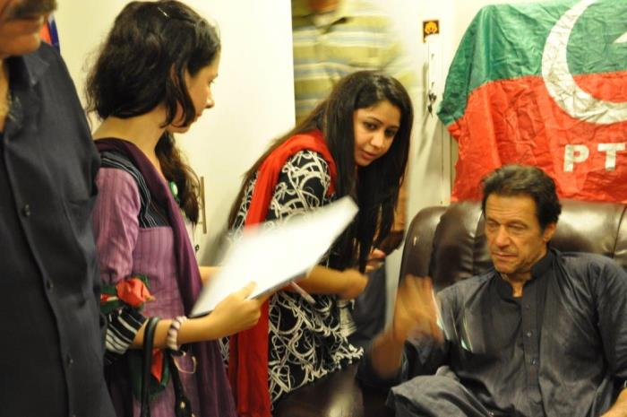 https://www.phoneworld.com.pk/wp-content/uploads/2014/11/imran-khan-mpolitics.jpg