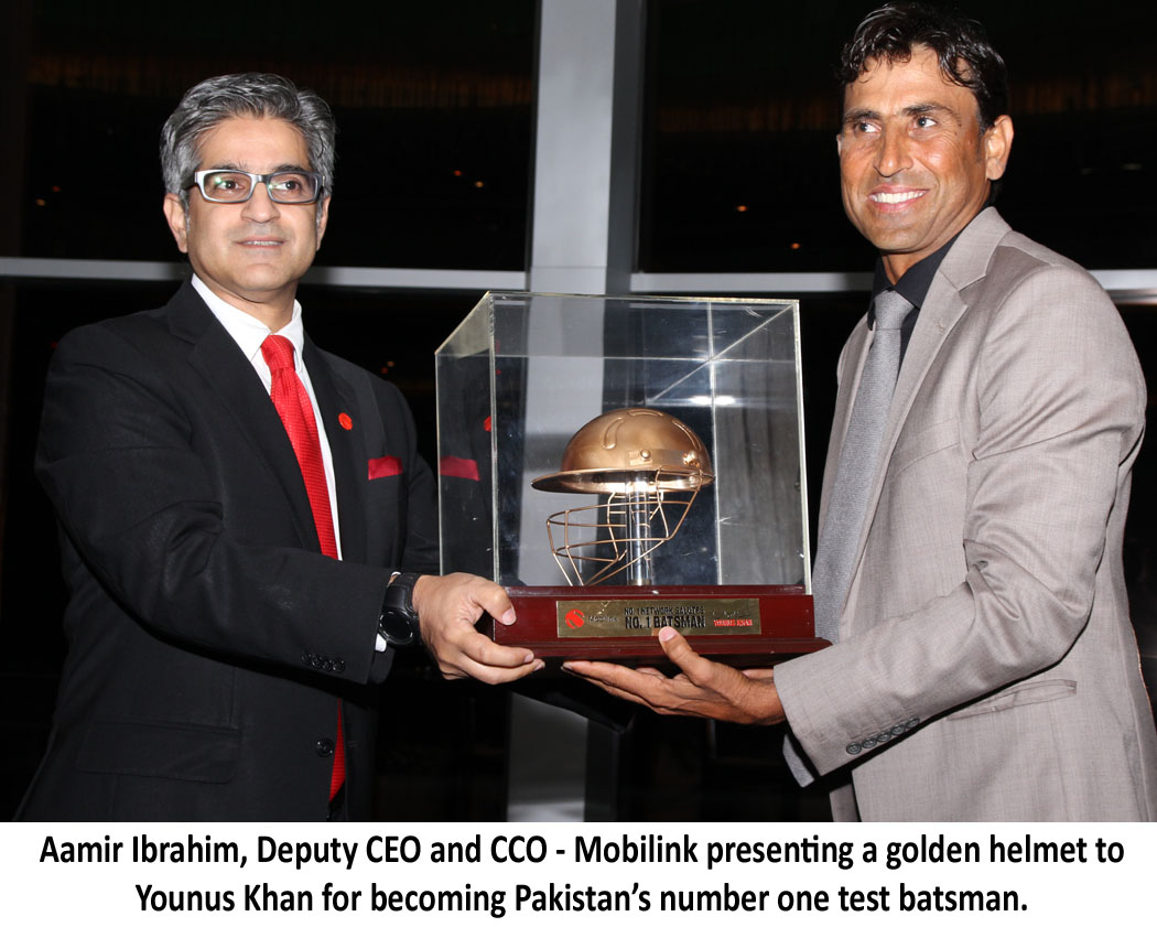 Mobilink Honors Pakistan's Number 1 Batsman Younus Khan