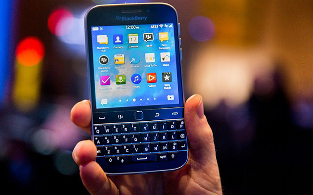 Govt in Process to Negotiate with BlackBerry to Keep its Presence in Pakistan