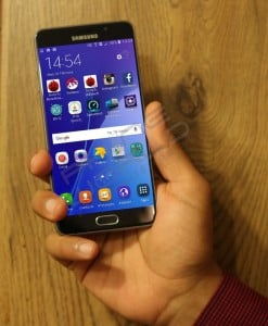 Samsung Galaxy A7 2016 Review inhand image