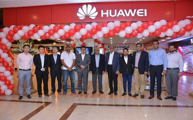 Huawei opens another brand Outlet at Fortress Square Lahore