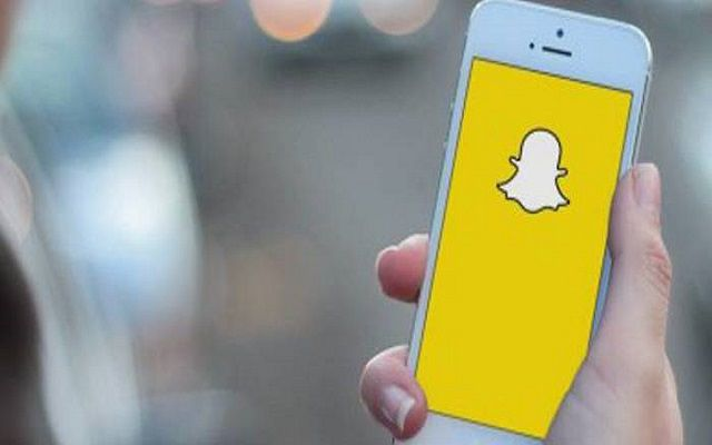 Now Snapchat Allows you Face-Swap with Your Camera Roll