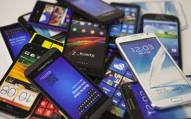 Mobile Phone Imports Increase by 4.23% During 2015-16