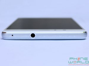 huawei p9 lite top edge has audio jack and secondary mic