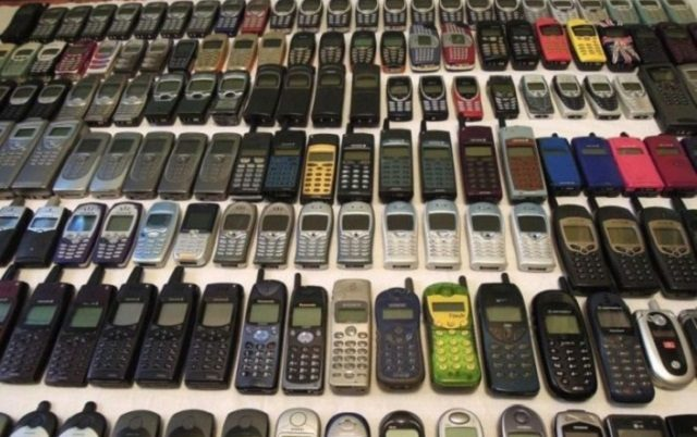 Passengers with 1645 Mobile Phones Arrested at Rawalpindi Airport