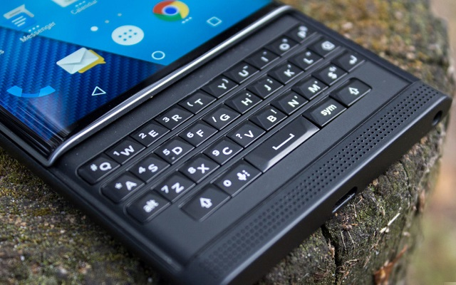 Photo of BlackBerry to Launch New Smartphone with QWERTY Keyboard at CES