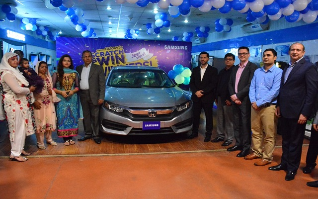 Samsung Presents Honda Civic to Winner of Prize Offer