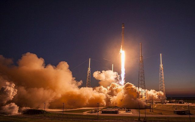SpaceX Lands its First-stage Falcon 9 Rocket