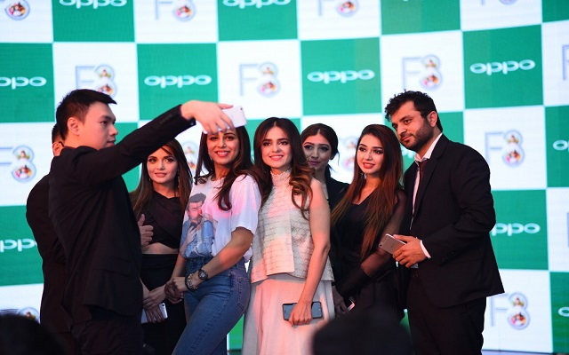 OPPO Launches Selfie Expert F3 to Leverage the Group Selfie Trend