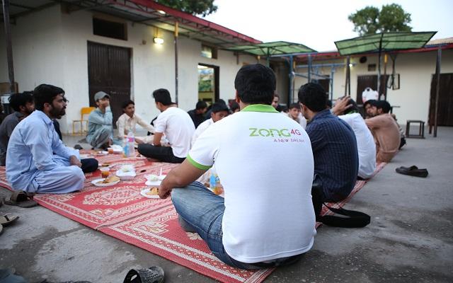 Zong 4G Hosts Iftaar for Street Children