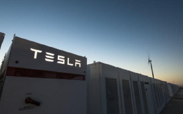 Elon Musk Created the World's Biggest Lithium ion Battery in 100 Days