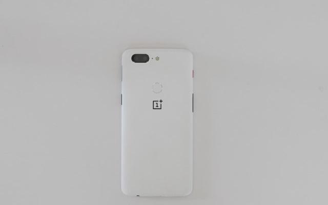 Sandstone White OnePlus 5T