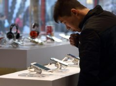Smartphone Shipments Declined in China For the First Time in 2017