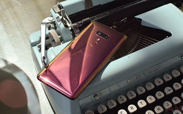Photo of HTC U12 Plus Flame Red Variant Now Available on Official Site