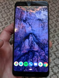 First Live Images of Google Pixel 3 Shows Off Notchless Design