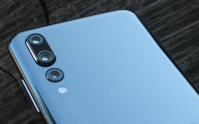 triple-cam Lenovo Smartphone
