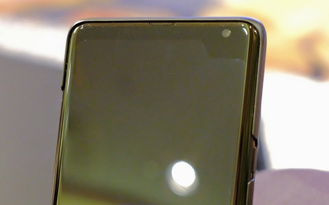 Samsung 5G Phone Picture Shows a Weird Notch