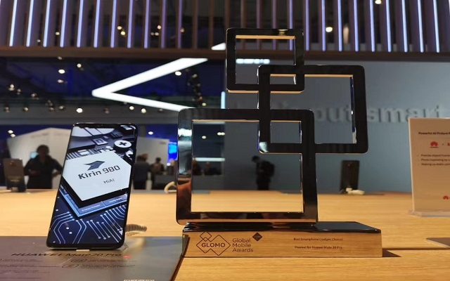 "HUAWEI Mate 20 Pro Wins it's first ""Best Smartphone Award"" at MWC 2019"