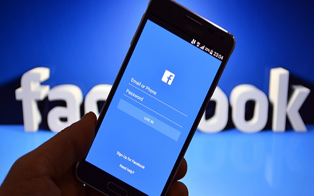 Facebook Tweaks News Feed