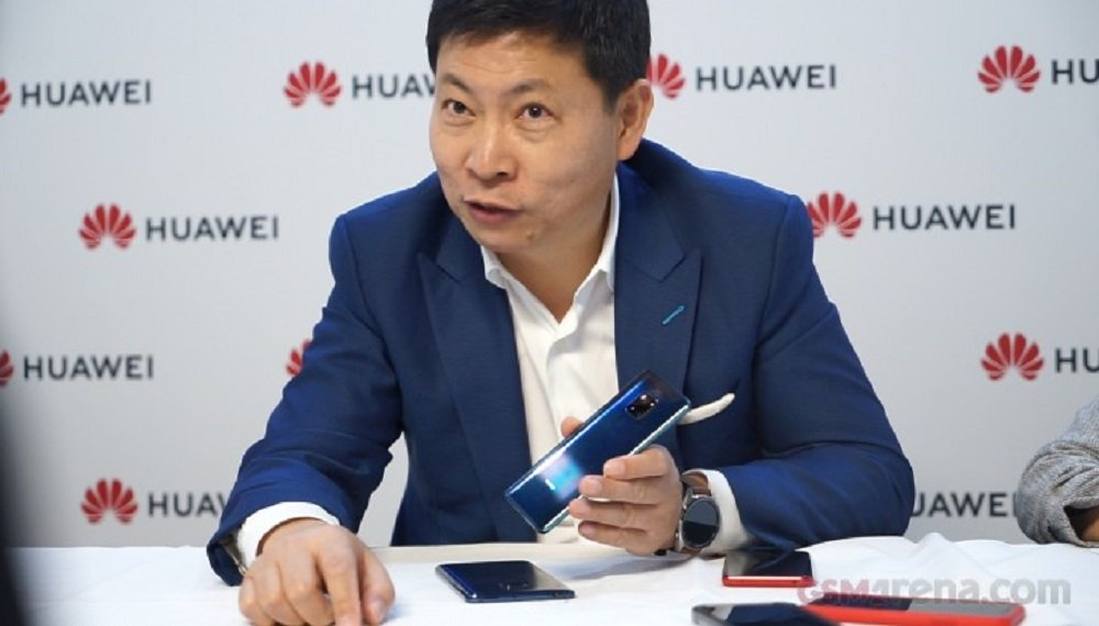 Huawei CEO was Using Foldable Mate X at Airport- Device is Breathtaking