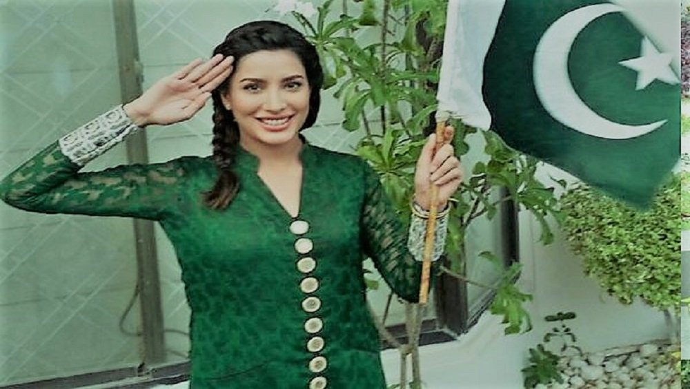 Photo of Social Media Praises Mehwish Hayat's Message of Peace