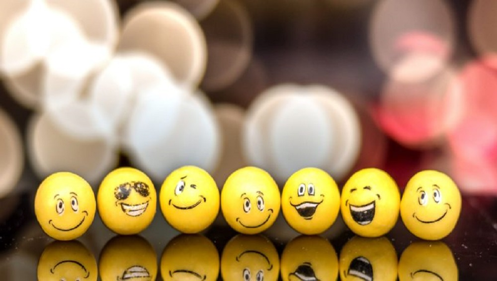 Here is How Emoji Reactions Work in Twitter's DM