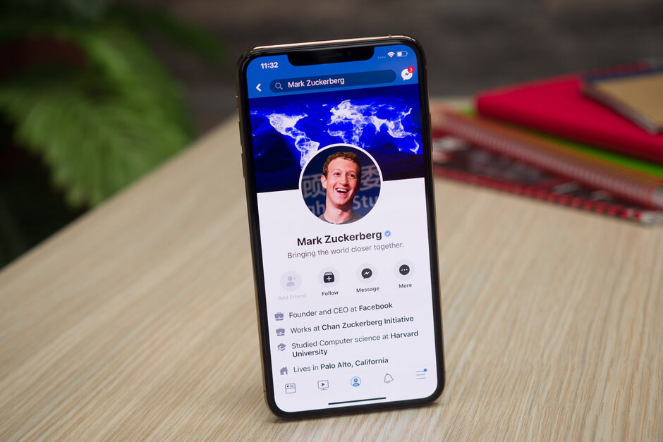 Facebook finally gets dark mode on Android and iPhone, sort of