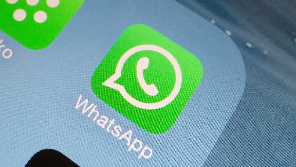 Now iPhone Shows WhatsApp Contacts in Share Sheet Suggestions