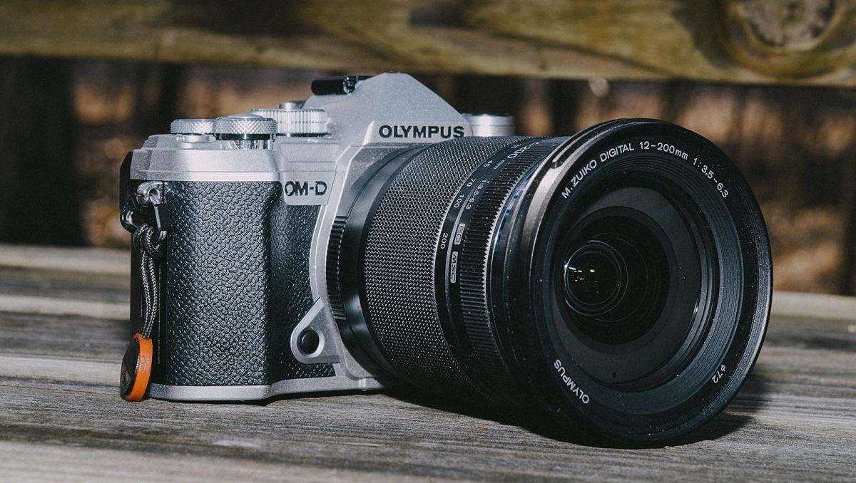 Smartphones' Cameras Compel Olympus to Quit Camera Business