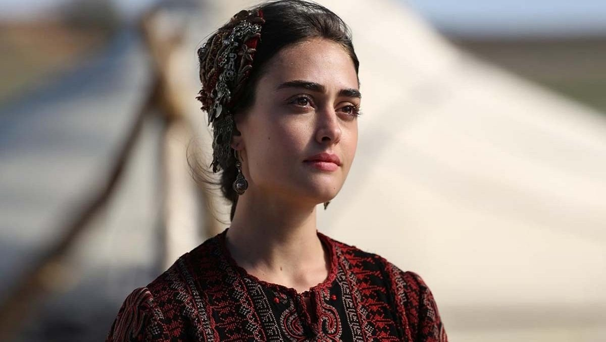 Photo of Esra Bilgic aka 'Halime Sultan' of Dirilis Ertugrul Becomes the Brand Ambassador of QMobile
