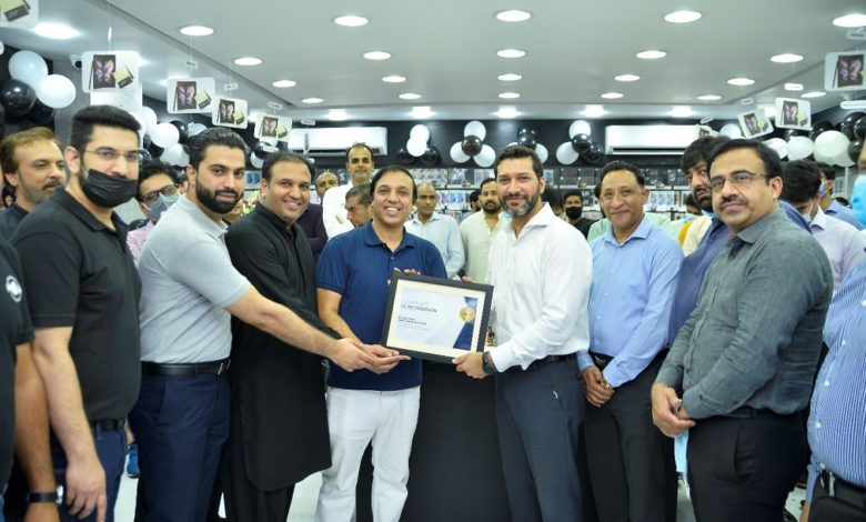 New Samsung Experience Stores Open in Hafeez Center