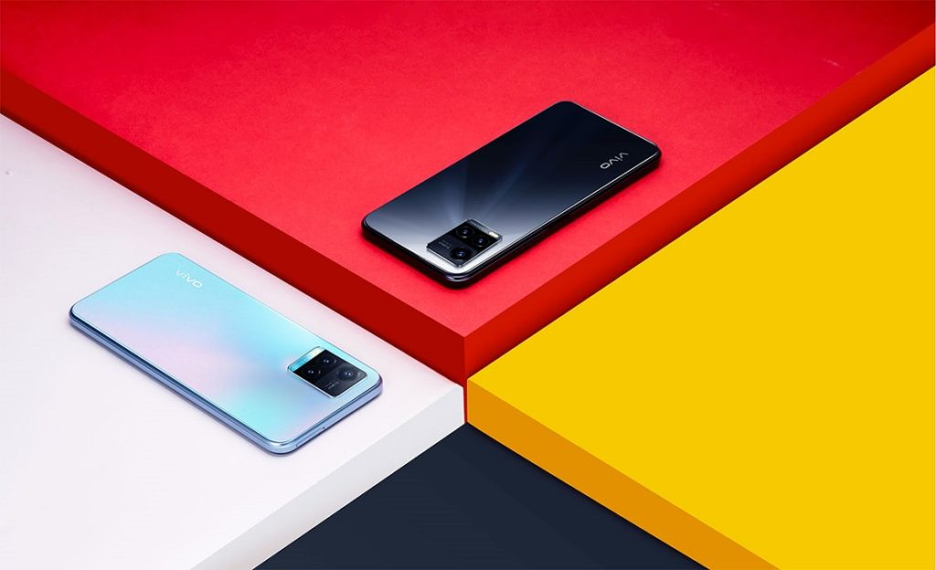 Y33s packs a triple rear camera setup elegantly organized and crafted into vivo's signature Dual Tone Step design